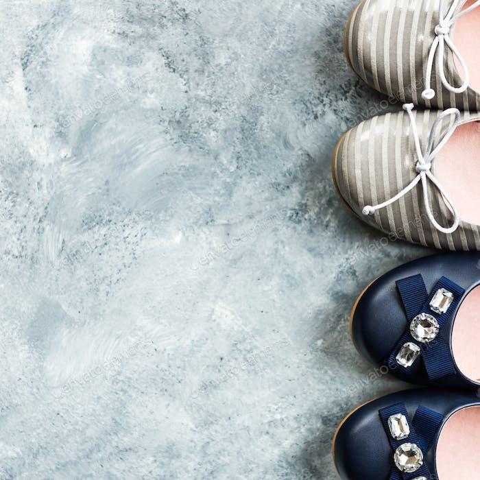 Mehrere Paar weibliche flache Schuhe, Ballerinas