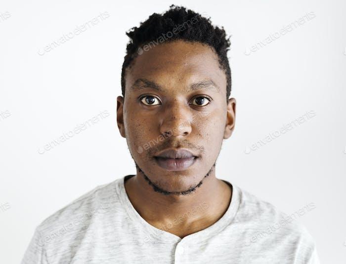 afrikanische ethnische mann porträt schießen in ein studio