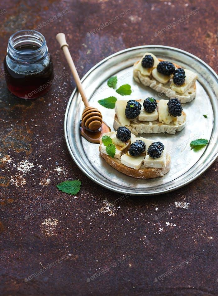 Italian bruschetta sandwich with brie cheese, honey and blackberry