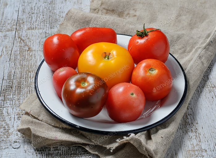 Different  kinds of  tomato