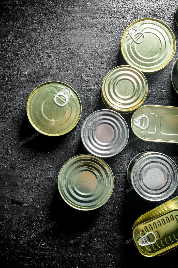 Closed aluminum cans with canned food.
