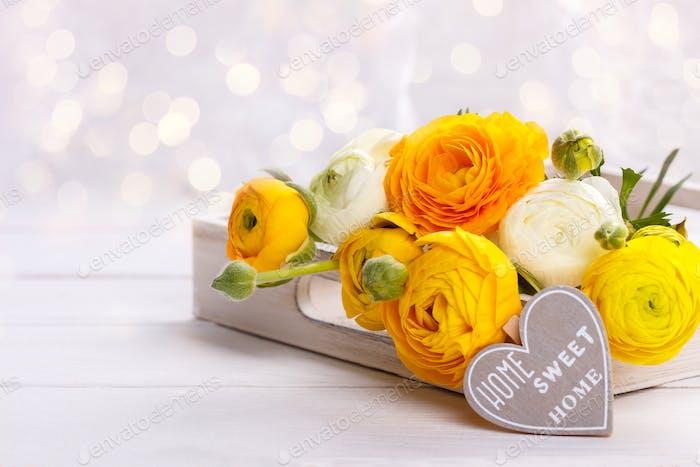 Blumenstrauß von gelben Ranunkeln