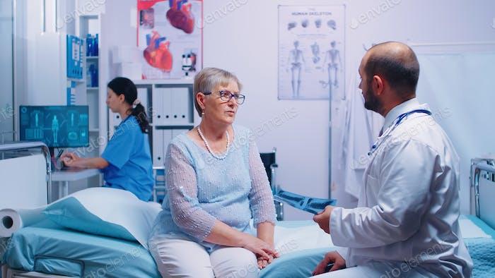 Radiologie Büro Spezialist Blick auf X ray