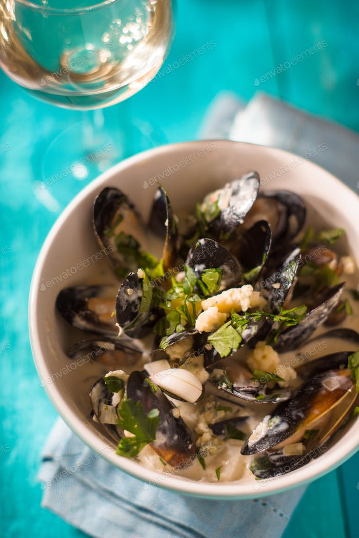 Mussels in sashes in sauce in a ceramic bowl