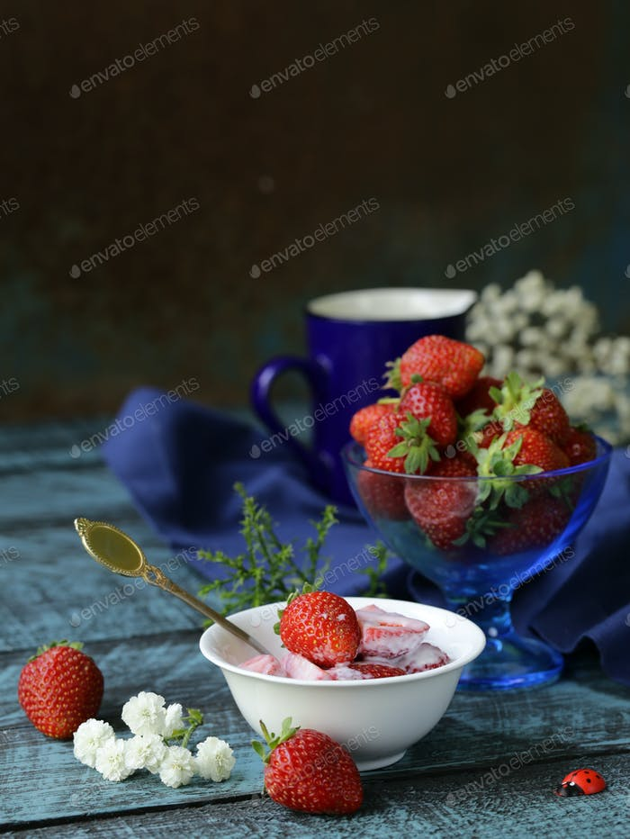 Strawberry with Yoghurt