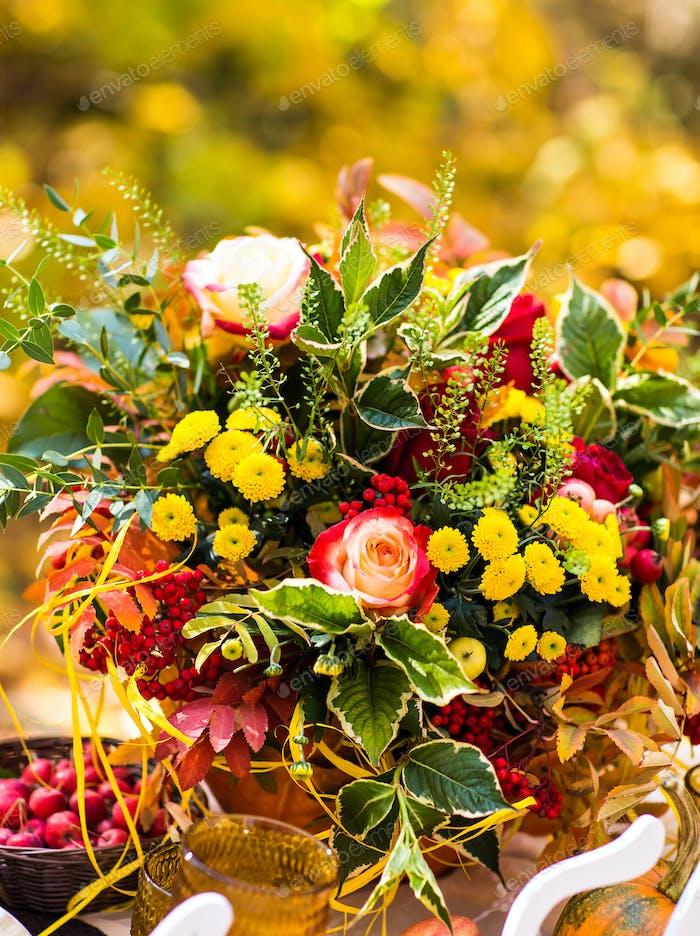 schöne Herbststräuße von Blumen