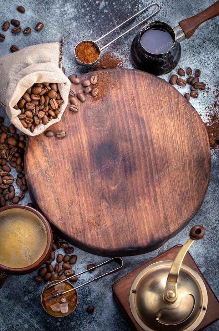 Brett mit Kaffeezubereiter Zubehör