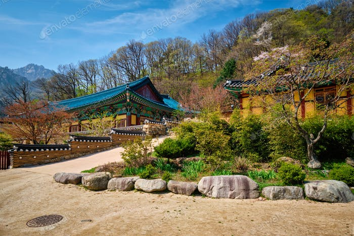Sinheungsa temple in Seoraksan National Park, Seoraksan, South Korea