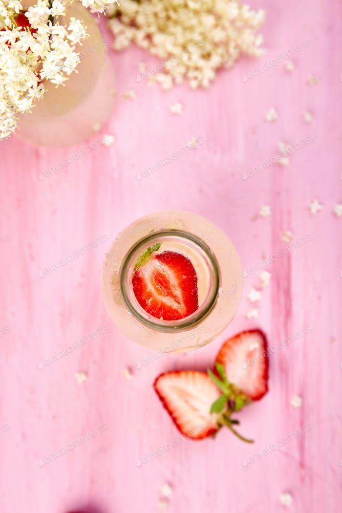 Kombucha tea with elderflower flower and strawberry