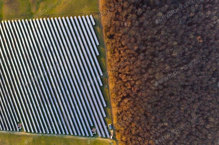 Sonnenkollektoren - Drohne View