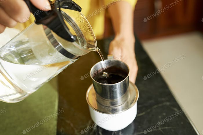 Making beverage in coffee press