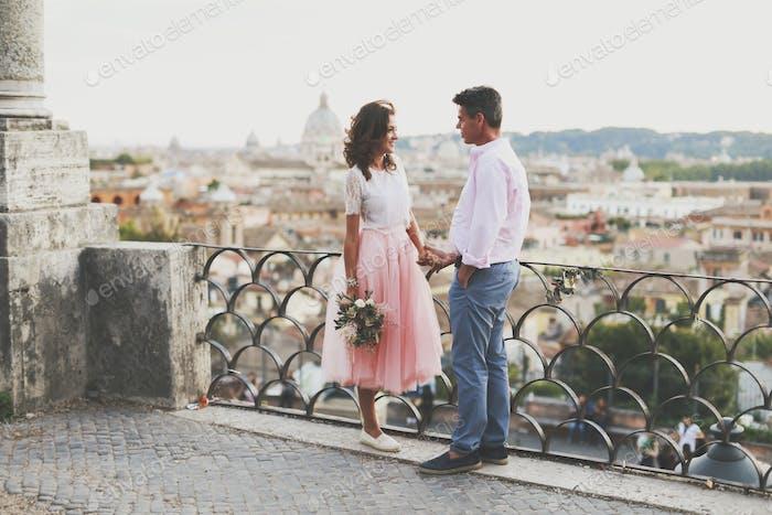 Bräutigam und Braut zusammen. Hochzeitspaar.