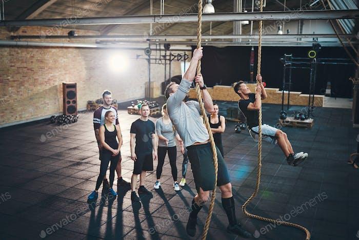 Klettern an die Spitze der Fitness