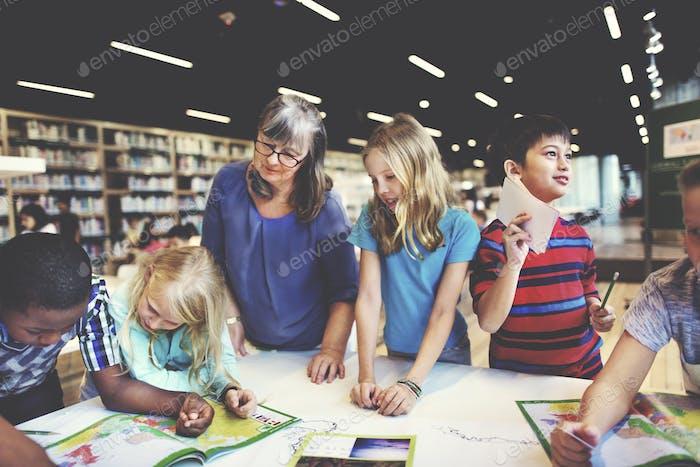 Academic School Childern E-Learning Geographie Konzept