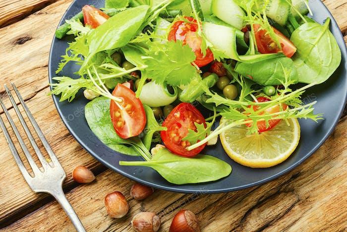 Köstlicher Sommer-Gemüsesalat