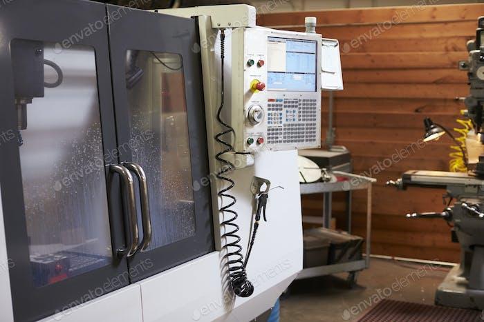 CNC-Maschine in der Maschinenbaufabrik
