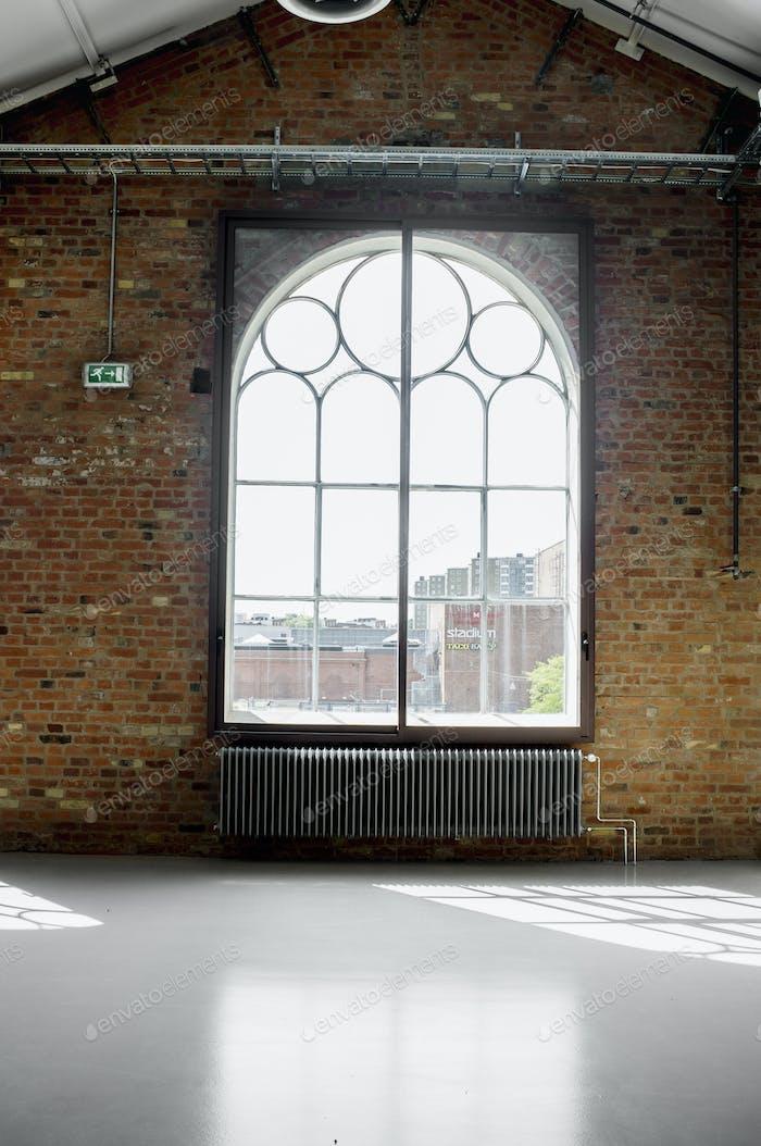 Fenster über Heizkörper im Raum