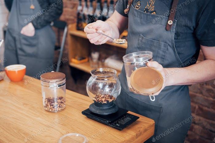 Concepto de orden de Trabajo para preparar café Barista