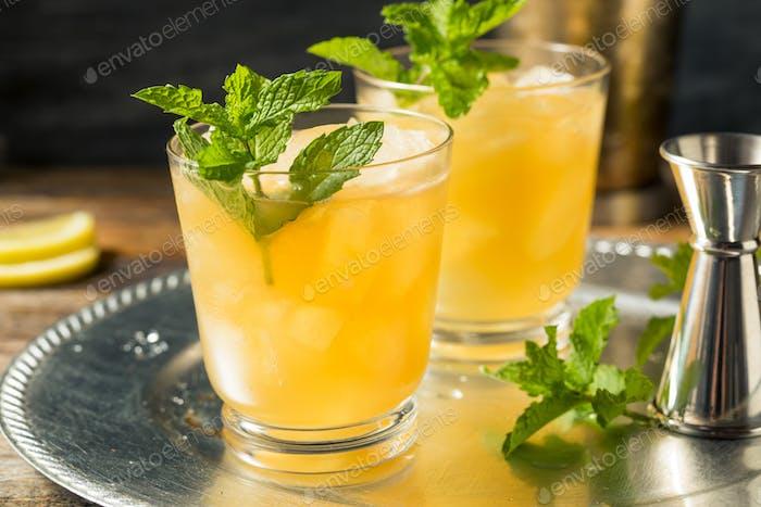 Erfrischender Boozy Whiskey Smash
