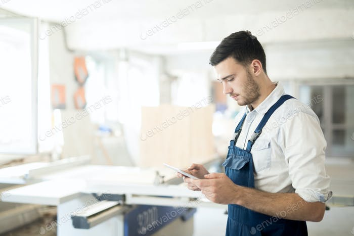 Worker with touchpad