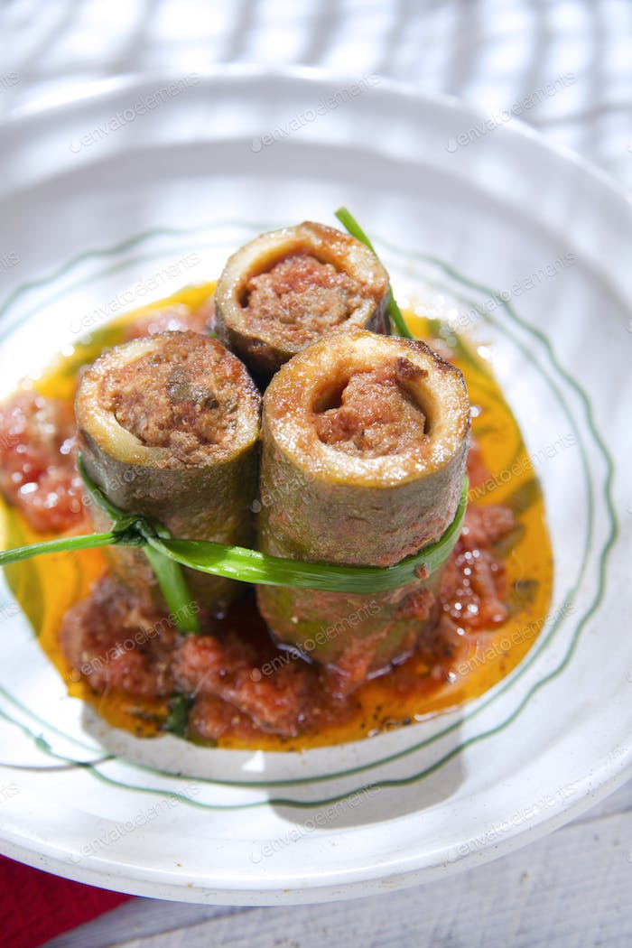 Zucchini Stuffed With Meat
