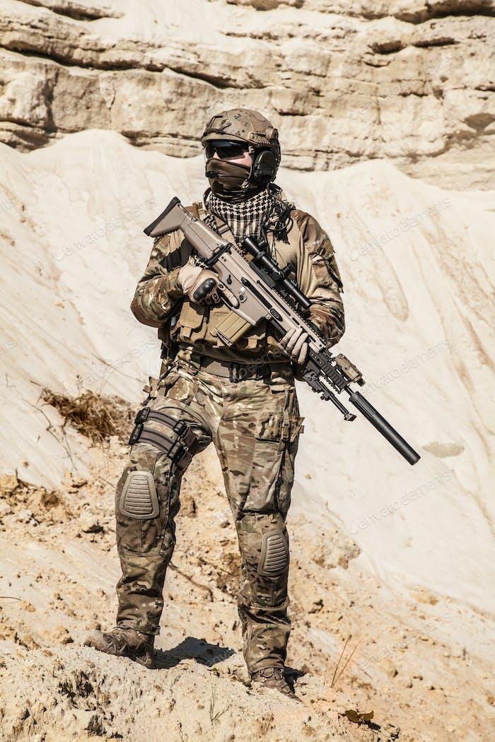 Armee-Ranger in den Bergen