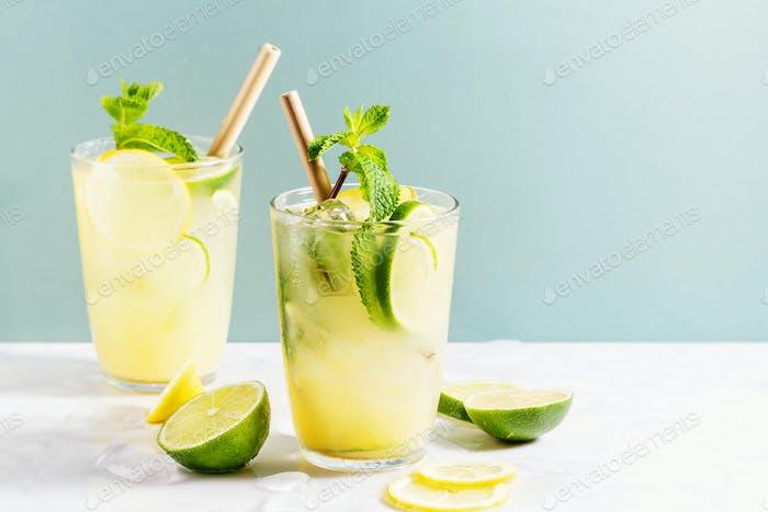 Frisch gemachter Cocktail mit Limette und Minze
