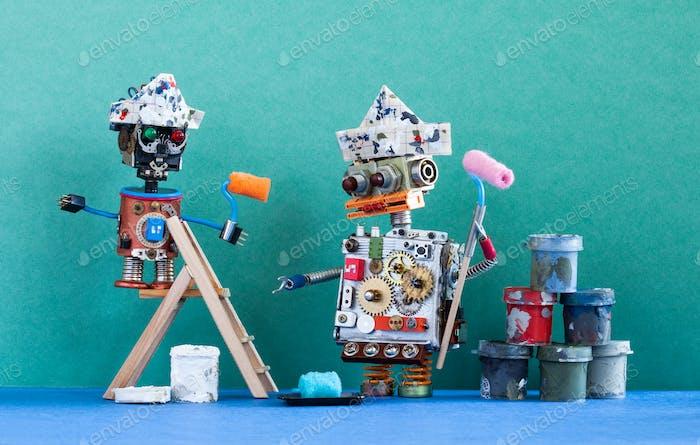 Два робота-художника с лакокрасочными роликами, деревянной лестницей и ковшами для краски