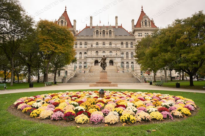 State Capitol Building Statehouse Albany New York Lawn Landschaftsbau