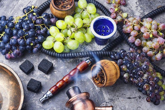 Hookah with grapes taste
