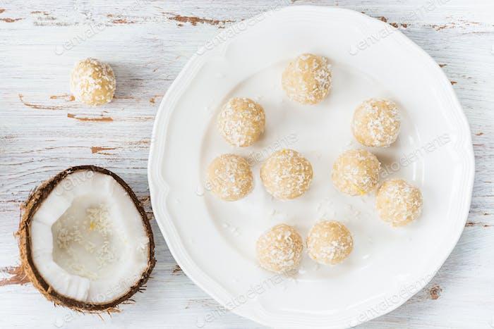 Homemade Raw Vegan Coconut and Lemon Truffles