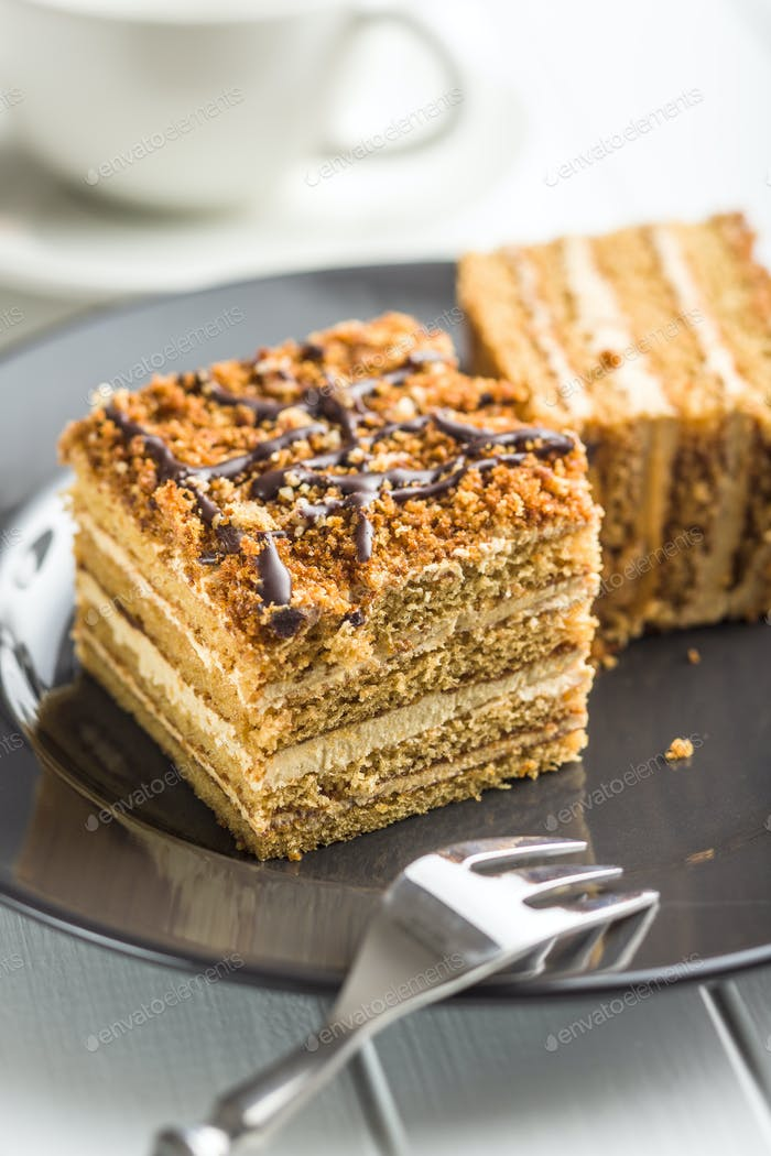 Cake with walnuts and honey.