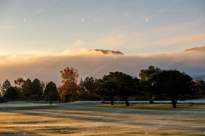 Sonnenaufgang nebelige Landschaft in Colorado, USA