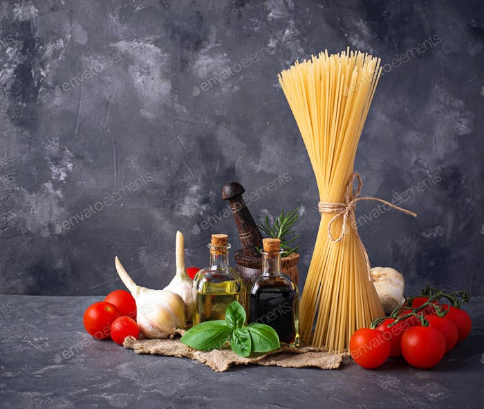 Pasta, tomatoes, olive oil and vinegar