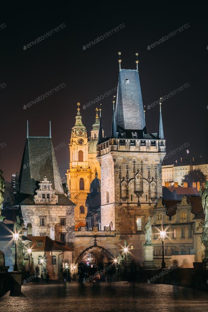 Vertikale Ansicht der Karlsbrücke in Prag, Tschechische Republik