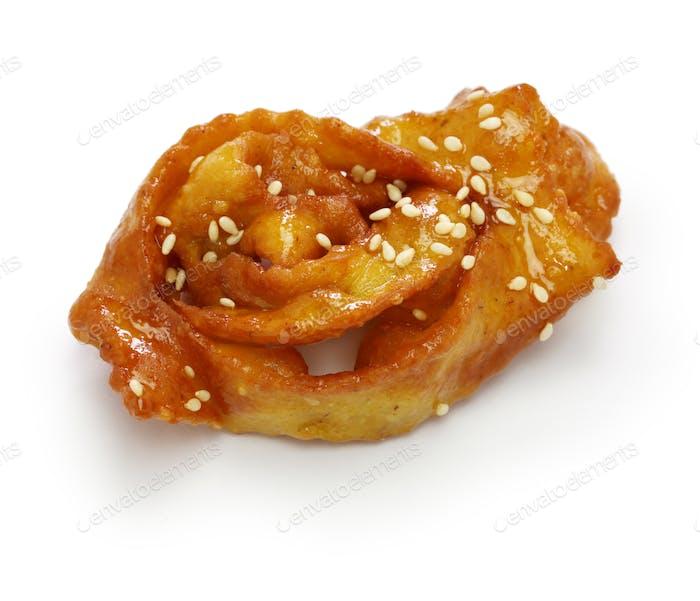 hausgemachte Chebakia, marokkanische Ramadan Cookie isoliert auf weißem Hintergrund