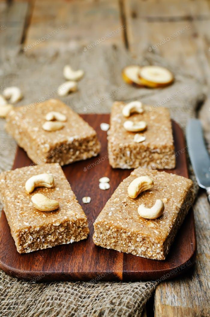 raw vegan banana cashew oat bars