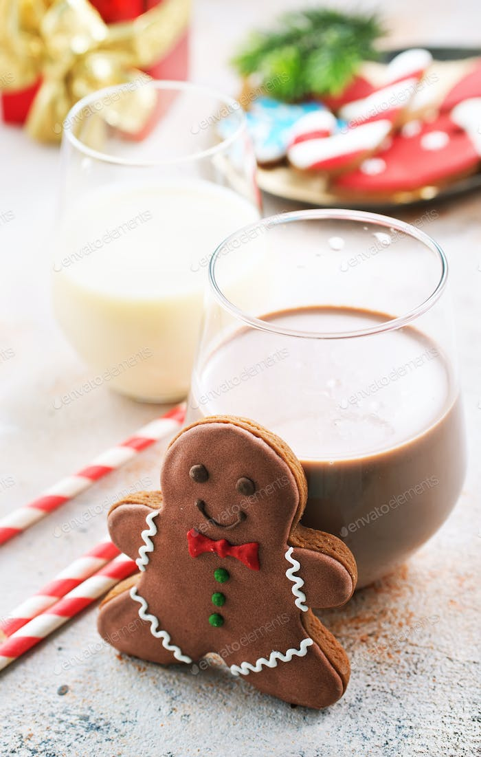 cocoa drink and gingerbread