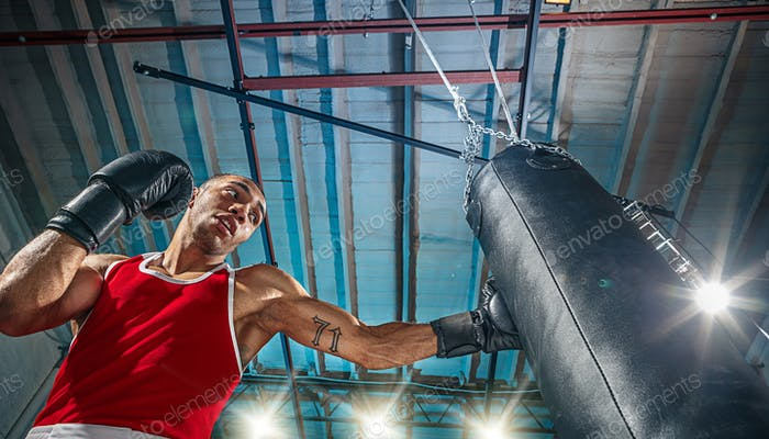 Afro-amerikanischer männlicher Boxer.