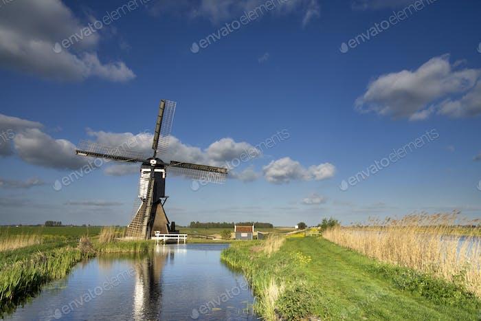 The Broekmolen windmill near Streefkerk