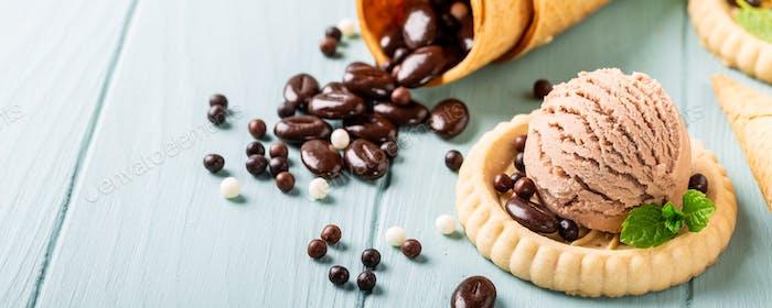 Hausgemachter Kaffee und Schokoladeneis