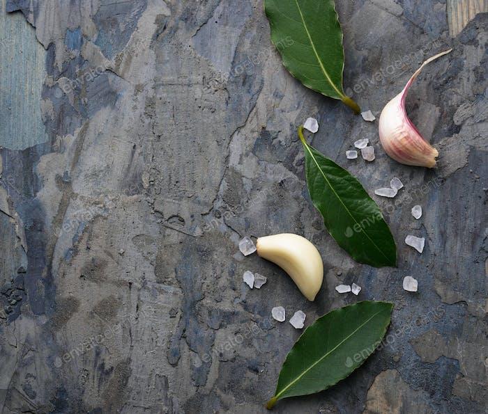 Fresh bay leaves and garlic