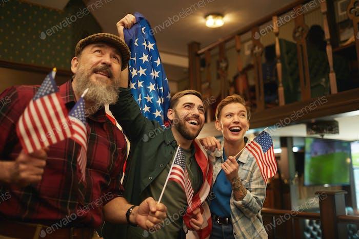 Aufgeregte amerikanische Fans