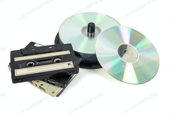 Стеки компакт-дисков на катушке и Аудио кассетах