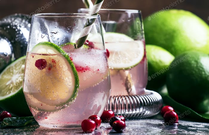 Cranberry lemonade with lime