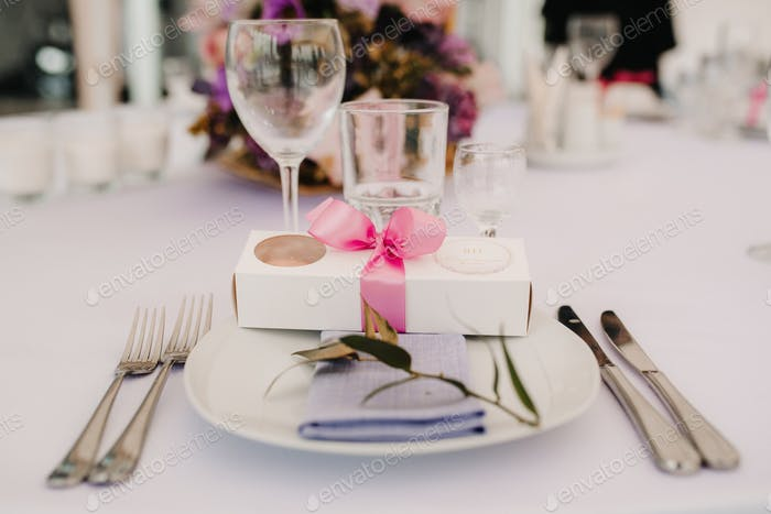 elegant wedding decorations made of natural flowers