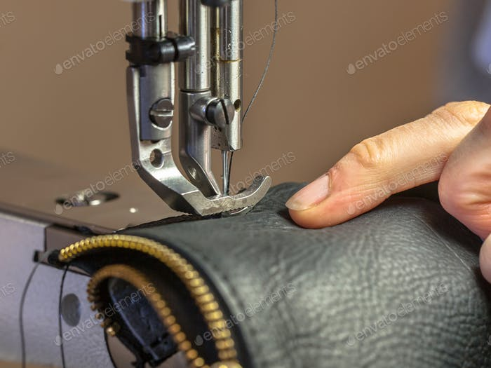 Industrial sewing machine producing garment