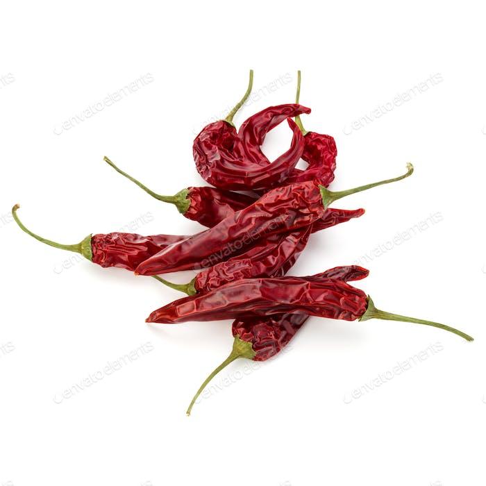 Getrocknete rote Chili oder Chili Cayennepfeffer isoliert auf weißem Hintergrund Ausschnitt