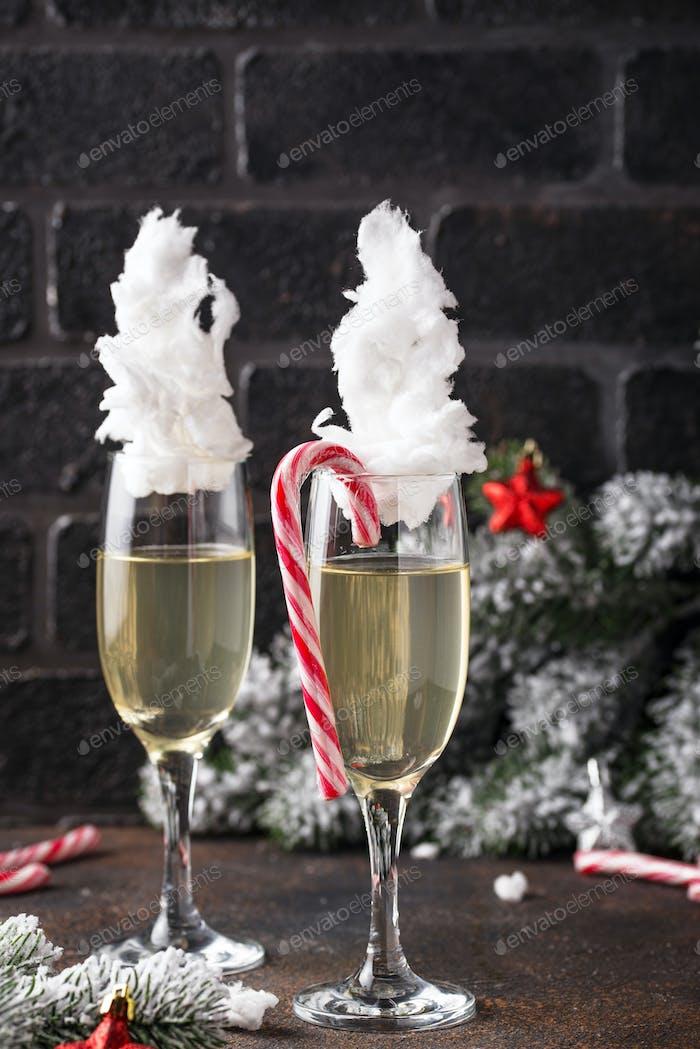 Champagner oder Prosecco mit Zuckerwatte
