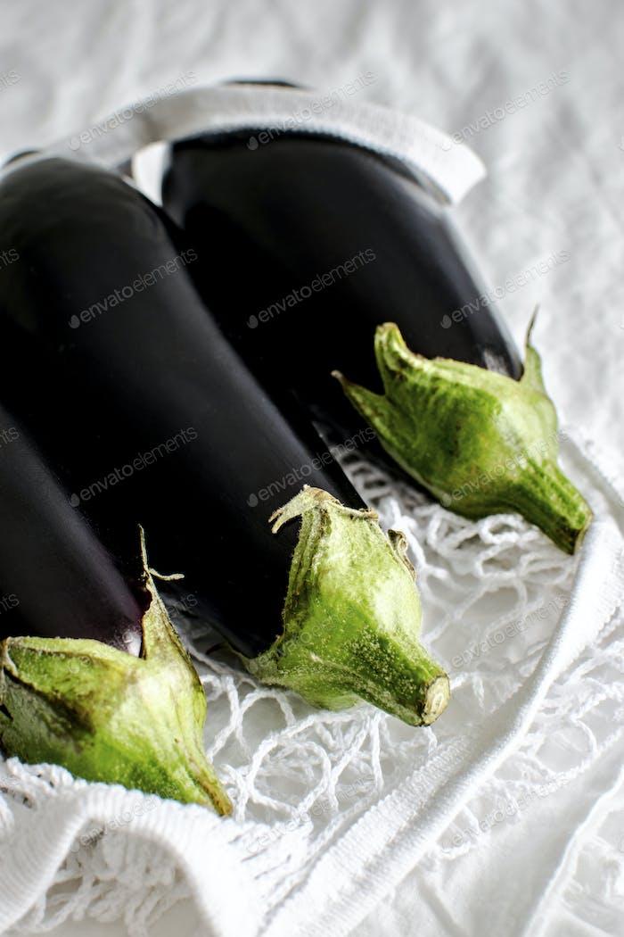 Nahaufnahme von Bio-Auberginen